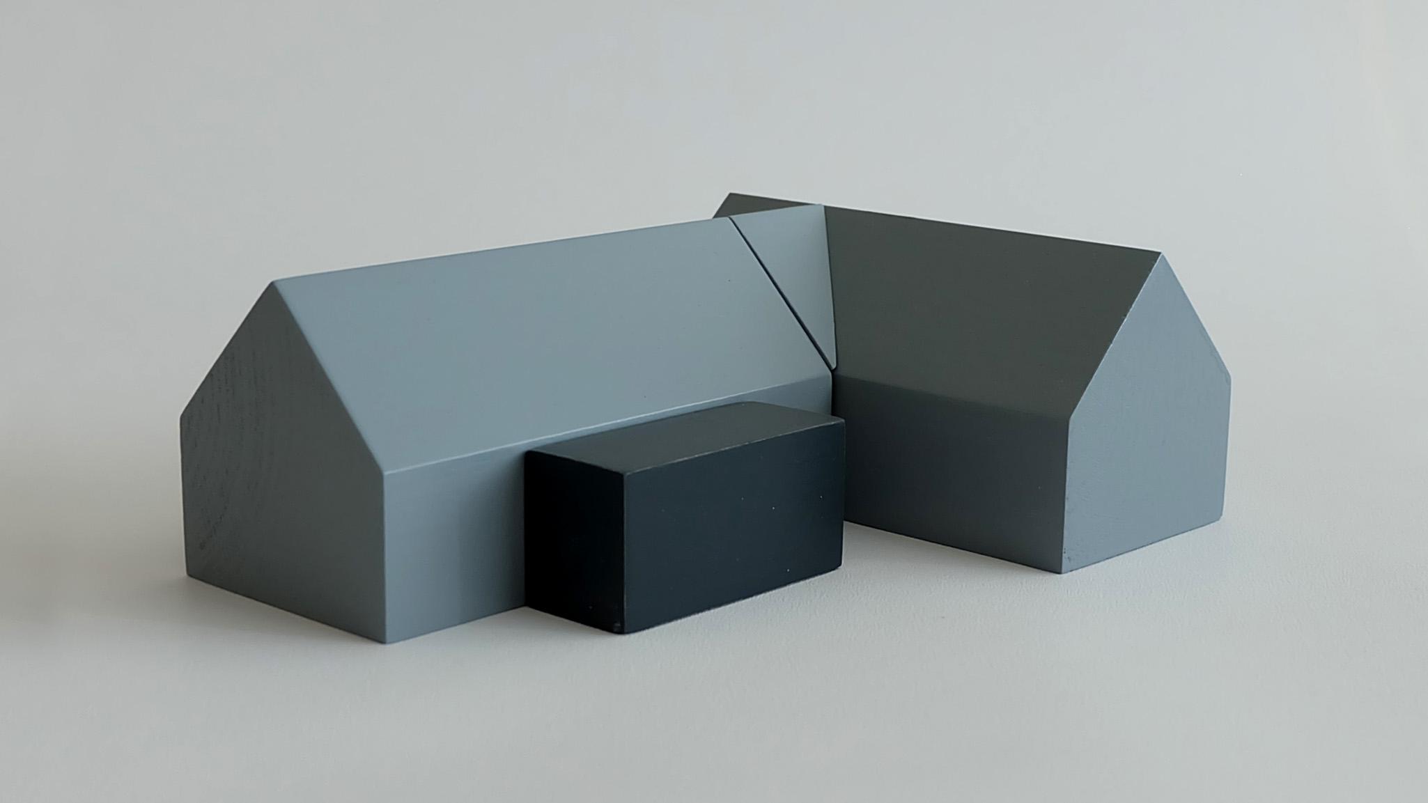 L33:  L32 + flat roof porch